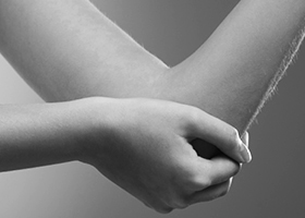 holding_elbow_280x200